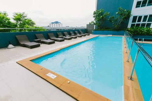 Deluxe Pool View Family Suite by Martin 0017160G Deluxe Pool View Family Suite by Martin 0017160G