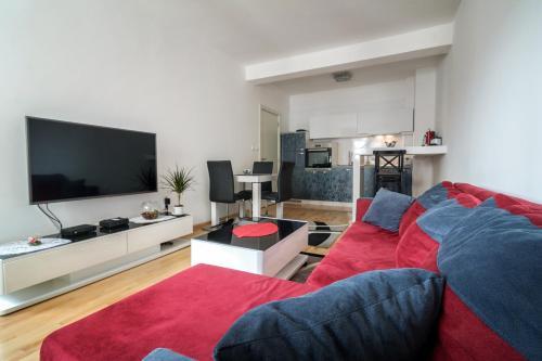 . CENTER - PARKING - free private Apartment Jakov