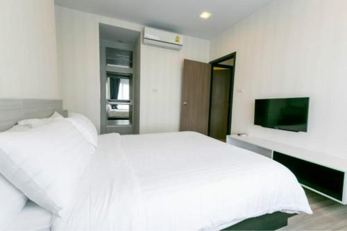 Luxury Suite Opposite Shopping Center Locals Apartment 0017160P Luxury Suite Opposite Shopping Center Locals Apartment 0017160P