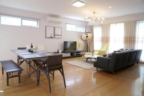 Melbourne Luxury Villa at Doncaster - Accommodation - Nunawading