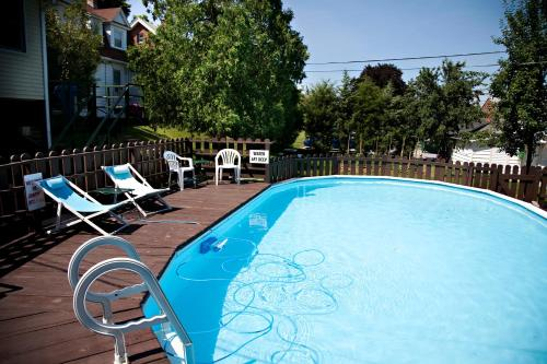 Simmons Motel And Suites - Hershey, PA 17033