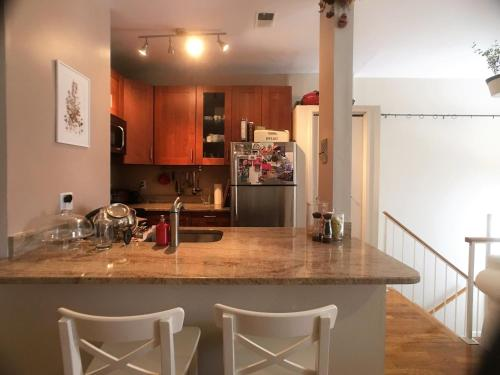 . Penthouse Condominium in Mt Vernon w/ Parking