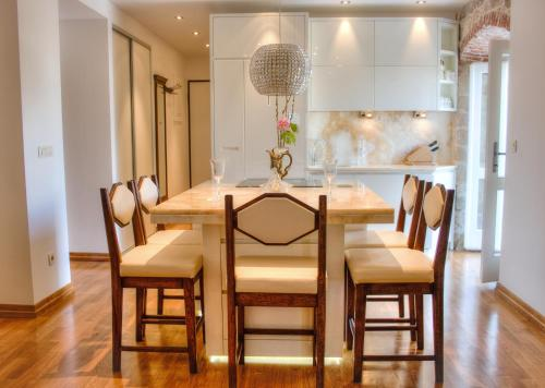 Imperial Luxury Apartment - image 3
