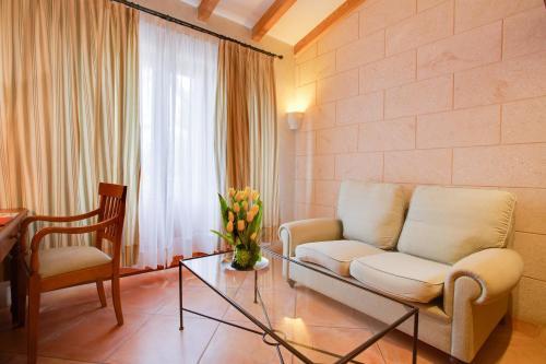 Estudio Junior tipo suite (2 adultos + 1 niño) Casal Santa Eulalia 9