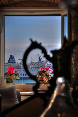 Imperial Luxury Apartment - image 5