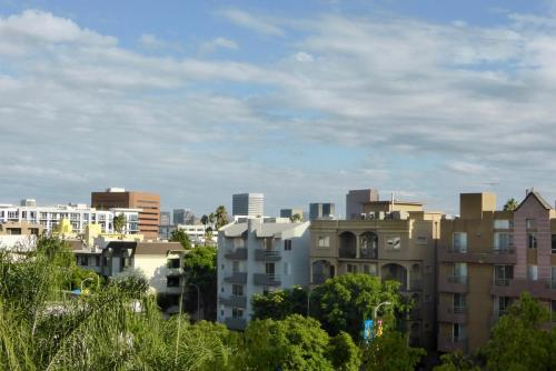 Beverly Hills Adjacent 2-Bedroom Penthouse Main image 2