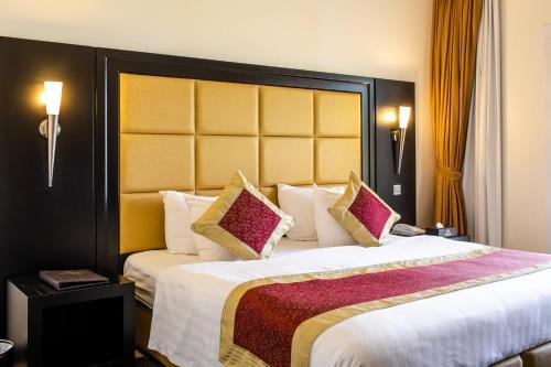 Royal Beach Hotel & Resort room photos