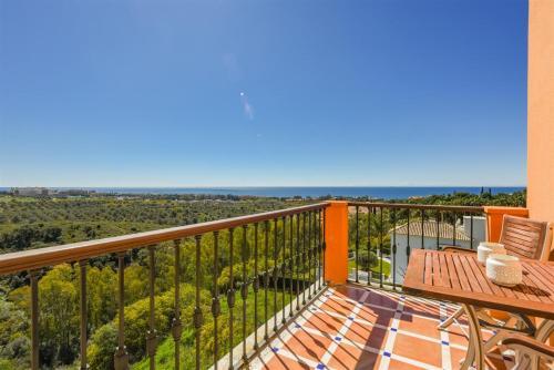 Habitación Doble Deluxe con terraza y vistas al mar The Marbella Heights Boutique Hotel 1