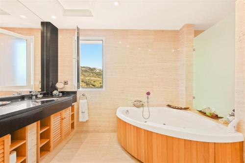 Suite Superior con vistas al mar The Marbella Heights Boutique Hotel 7