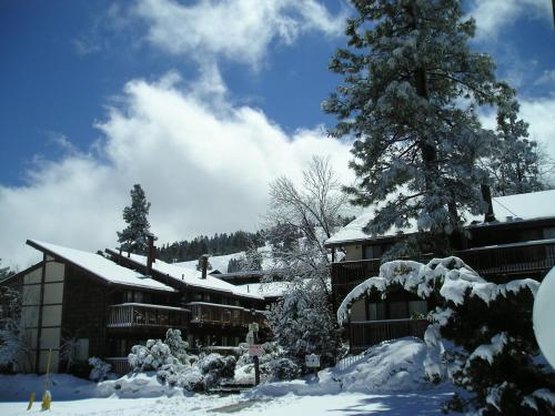 Three-Bedroom Premier Townhouse Unit #17 by Snow Summit Townhouses - Accommodation - Big Bear Lake