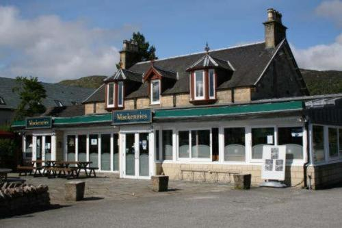 Mackenzies Highland Inn (B&B)