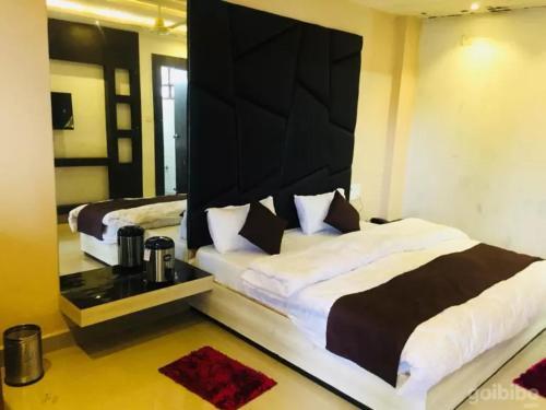 . Hotel Khalsa -Lake View