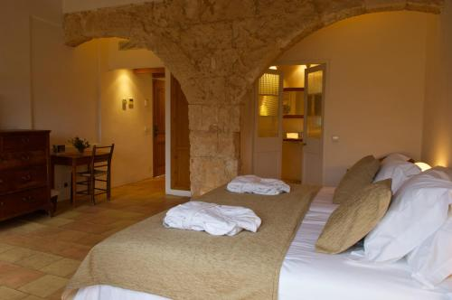 Double or Twin Room with Terrace Alcaufar Vell Hotel Rural & Restaurant 14