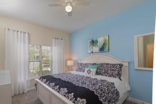 4 Bedroom Town Home with Splash Pool in Storey Lake Resort Main image 2