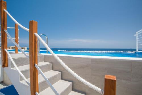 . Sea Bank Villa Apartments