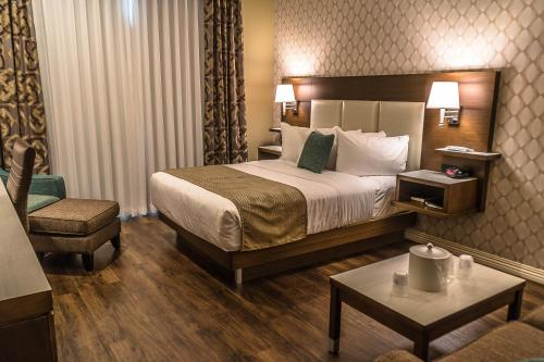 Best Western Plus St. John's Airport Hotel And Suites - Photo 8 of 109