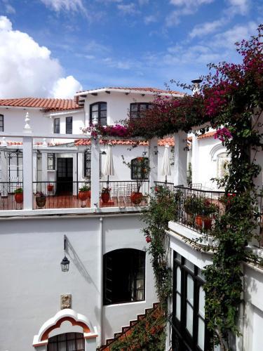 El Hotel de Su Merced room photos