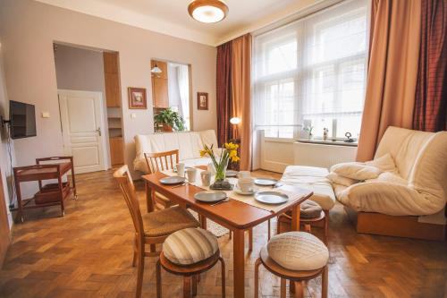 Old Town Square Artistic Apartment