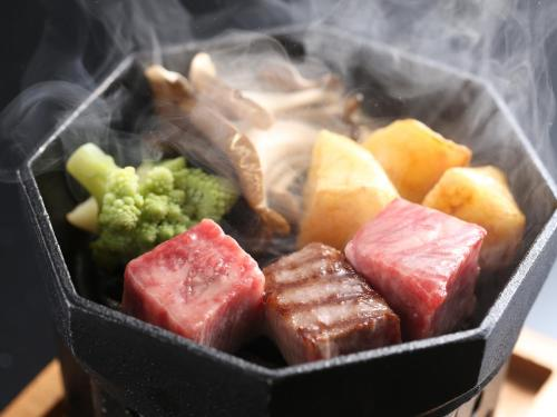 雙床房-附榻榻米區和神戶特色牛肉懷石晚餐-禁菸 (Twin Room with Tatami Area and Special Kobe Beef Kaiseki Dinner - Non-Smoking)