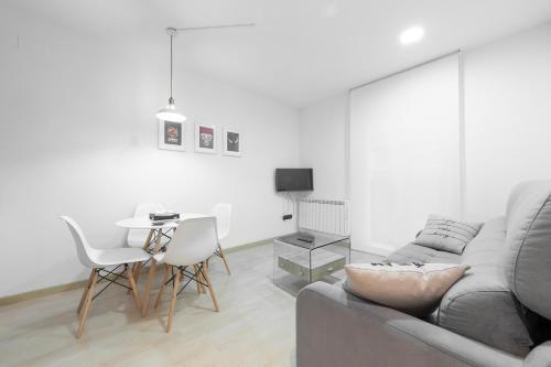 92c239374becc ... Hostal Amantes De Teruel. Hotel FlatsandRooms Glorieta