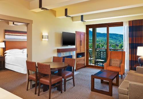 1 Bedroom Villa, 1 King, Sofa bed, Mountain view, Fireplace