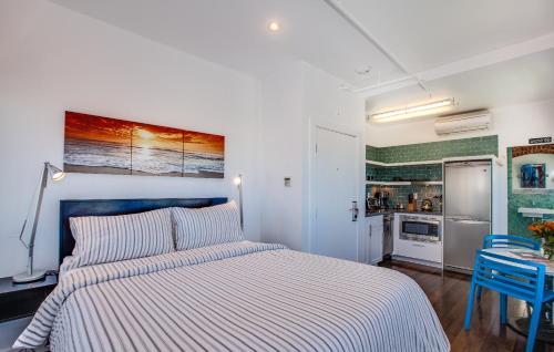 Venice Breeze Suites - Venice, CA 90291