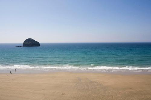 Port William, Trebarwith Strand, Trebarwith, PL34 0HB.