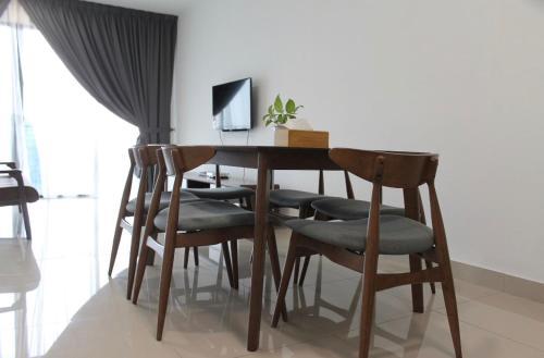 2-Bedroom Apartment@Trefoil Setia Alam, Kuala Lumpur