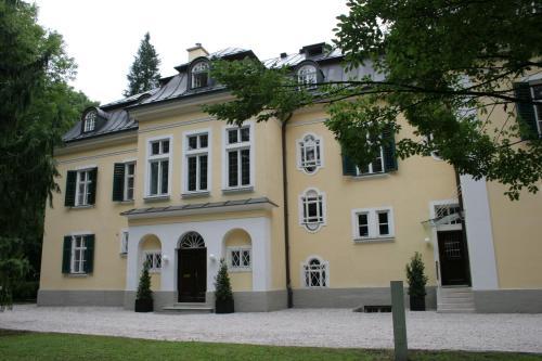 Villa Trapp, Pension in Salzburg