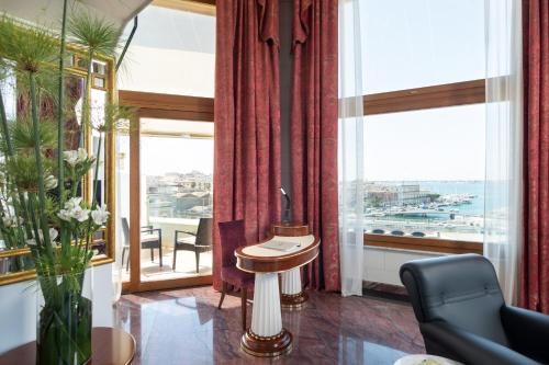 Suite Tower de 2 niveles con vistas al mar