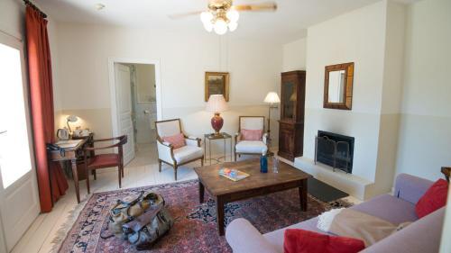 Suite with Terrace Hotel La Fuente de la Higuera 6