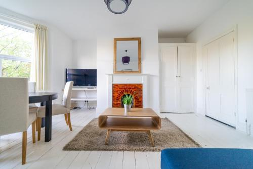 Picture of Bright, Modern Oldfield Apartment with Garden