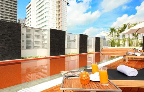 Radisson Suites Bangkok Sukhumvit photo 3