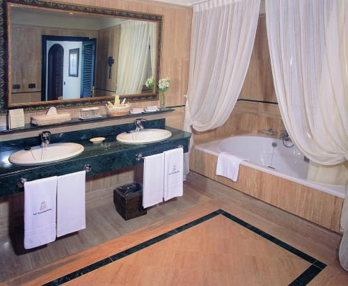 Superior Double Room  with Spa Access Hotel Las Madrigueras Golf Resort & Spa - Adults Only 11