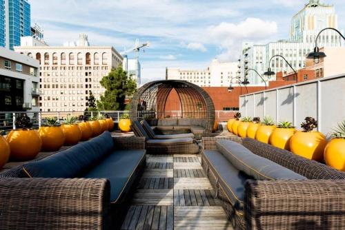 Bright, Cozy & Clean in DTLA w/ Amazing Rooftop! Main image 2