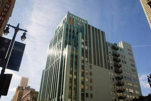 Bright, Cozy & Clean in DTLA w/ Amazing Rooftop! Main image 1