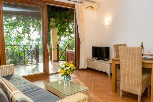 AJP Holidays - Porto Antigo 2 Beachfront Apartment