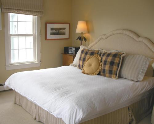 The Beach House Inn - Kennebunk, ME 04043