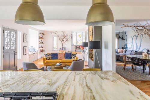 Breathtaking Modern & Luxurious Homestay - Belfast, ME 04915
