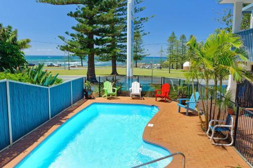 . Beach House Holiday Apartments