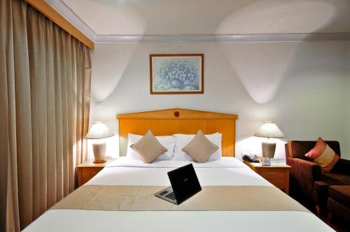 Admiral Suites Bangkok by Compass Hospitality photo 32