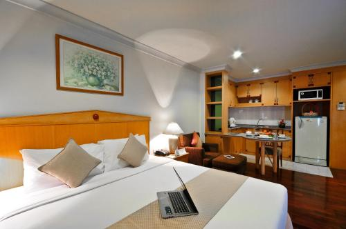 Admiral Suites Bangkok by Compass Hospitality photo 33