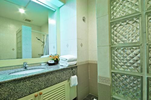 Admiral Suites Bangkok by Compass Hospitality photo 34