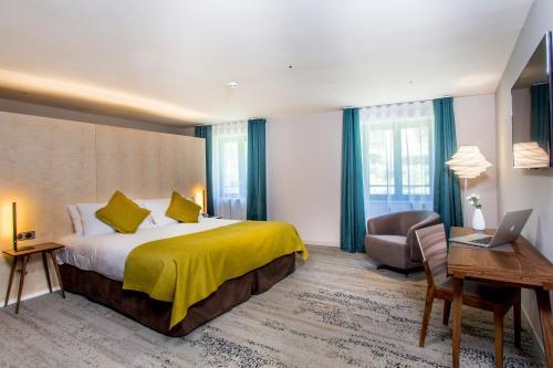 __{offers.Best_flights}__ Hôtel & Restaurant Sodade