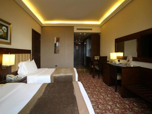 Grand Deluxe Room Twin Bed with balcony