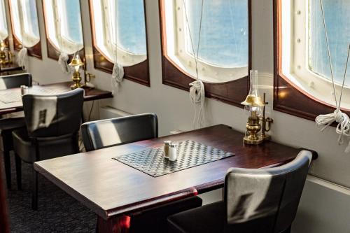 Mälardrottningen Yacht Hotel & Restaurant photo 28