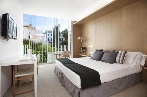 Superior Double or Twin Room Alenti Sitges Hotel & Restaurant 6