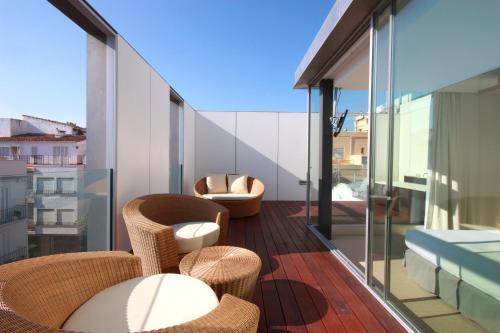 Suite con terraza Alenti Sitges Hotel & Restaurant 2