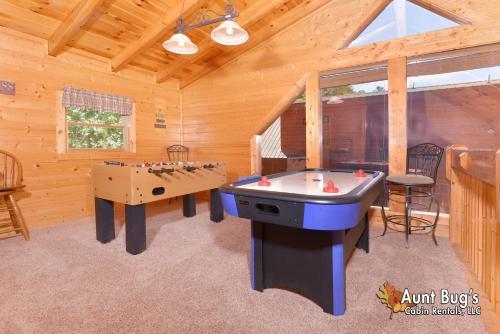 Whispering Creek  302   Three Bedroom Cabin