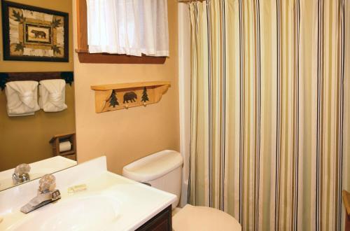 Bear Cabin  462   Two Bedroom Cabin
